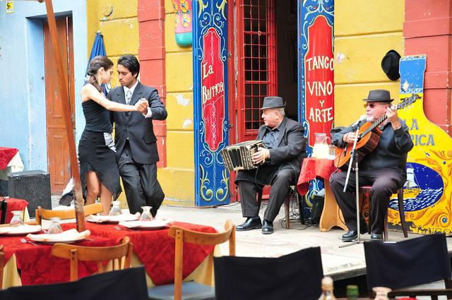 danseurs de tango et musiciens