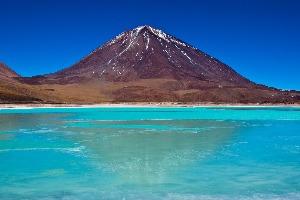 laguna Verde devant volcan Licancabur