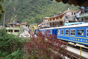 Aguas-Calientes-Montagne-Train
