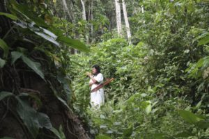 Lacandon-forêt-tunique-blanche-indiens-mexique