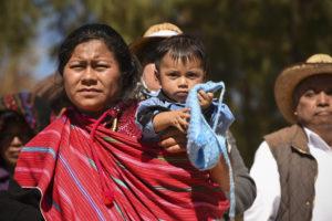 tzeltzals-femmes-bébé-indiens-mexique