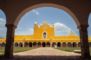 bâtiment-jaune-izamal-15-jours-au-yucatan