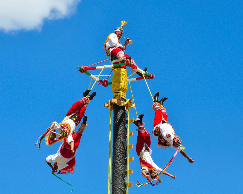 danse-du-volador-indiens-totonaques-mexique