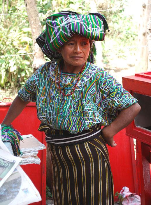 femme-communauté-cakchiquel-mexique