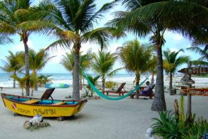 plage-palmiers-sable-blanc-île-holbox-circuit-15-jours