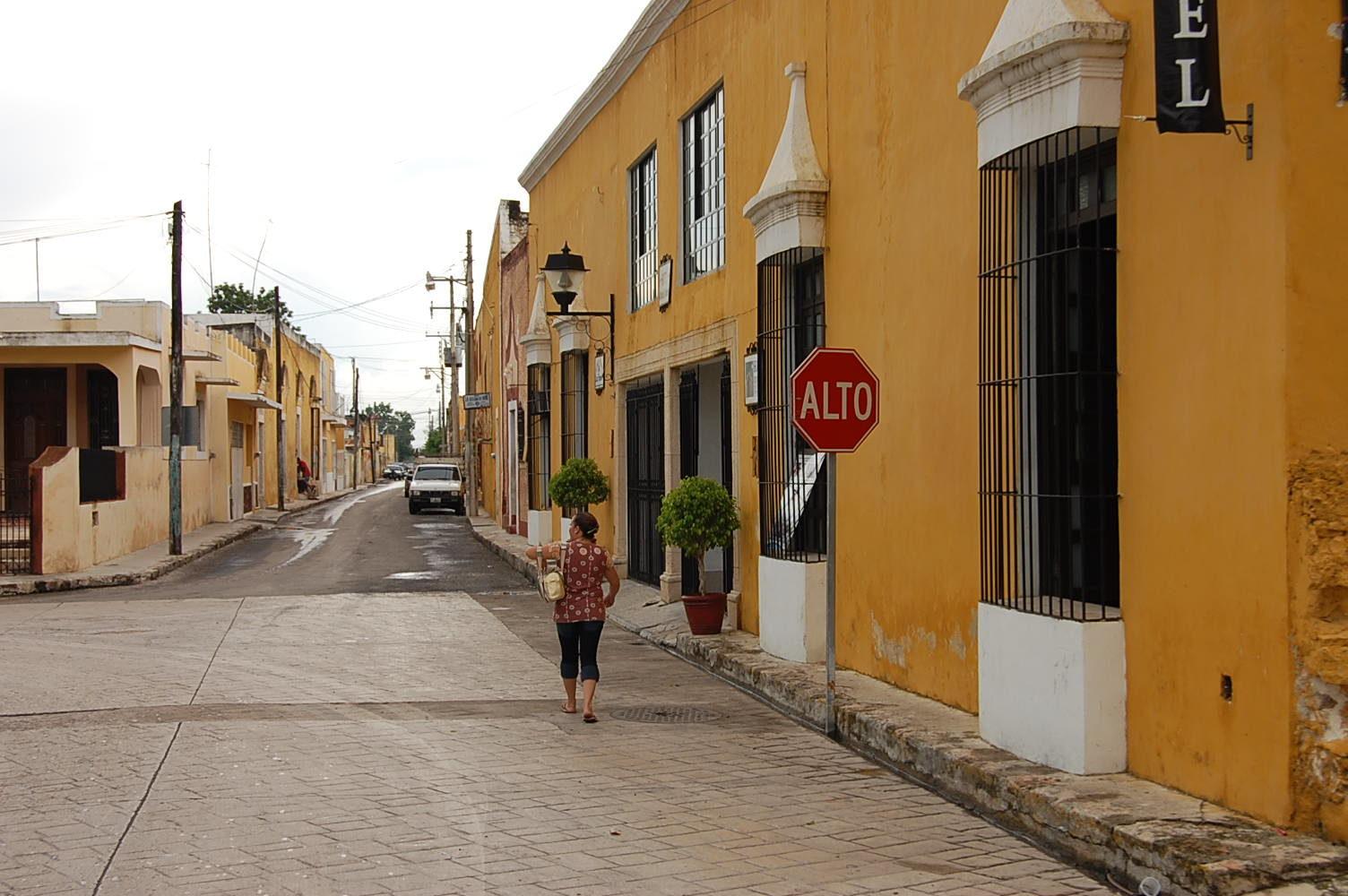édifices-jaunes-rues-izamal-yucatan