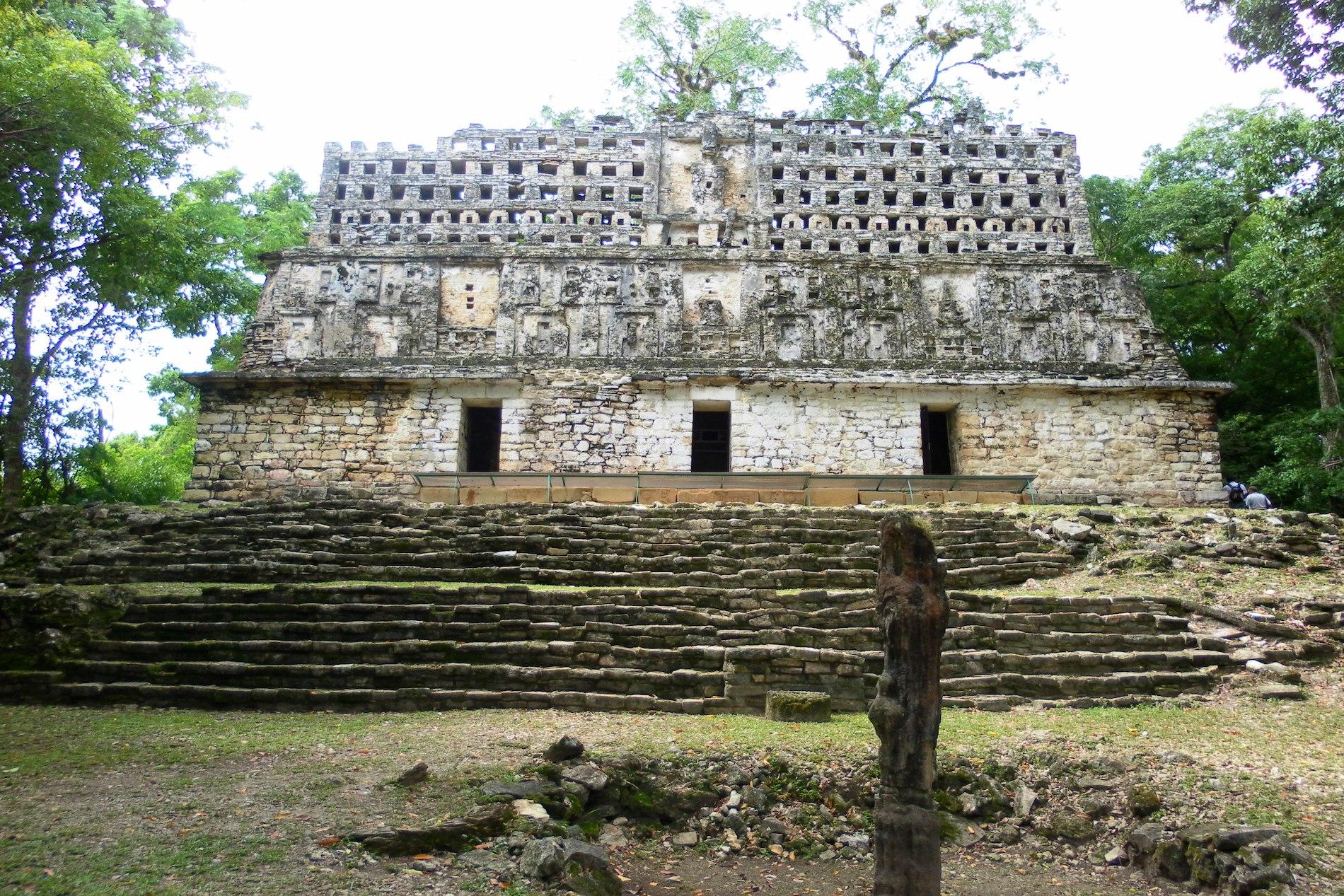 ruines-communauté-maya-yaxchilan