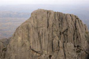 Faliase de los gigantes avec des grimpeurs au sommet après leur ascention