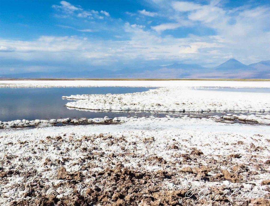 La laguna Tebenquiche Desert Atacama