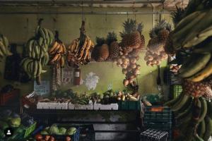 fruits exotiques dans une cuisine