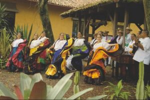 costaricaines en costumes traditionnels