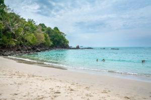 Plage de sable blanc de Manuel Antonio Costa Rica