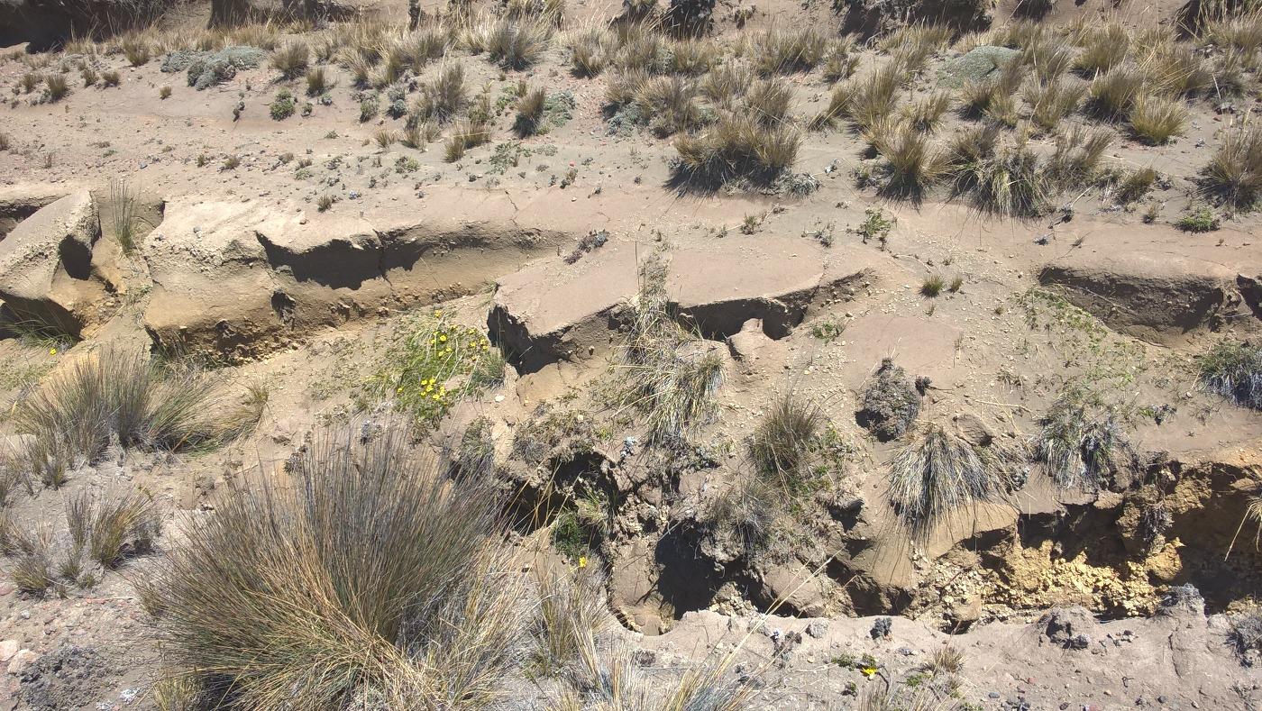 crevasses liées aux coulées de boue