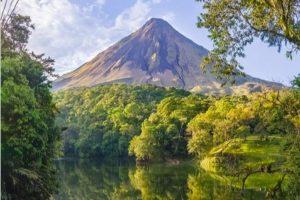 volcan Arenal vue du lac