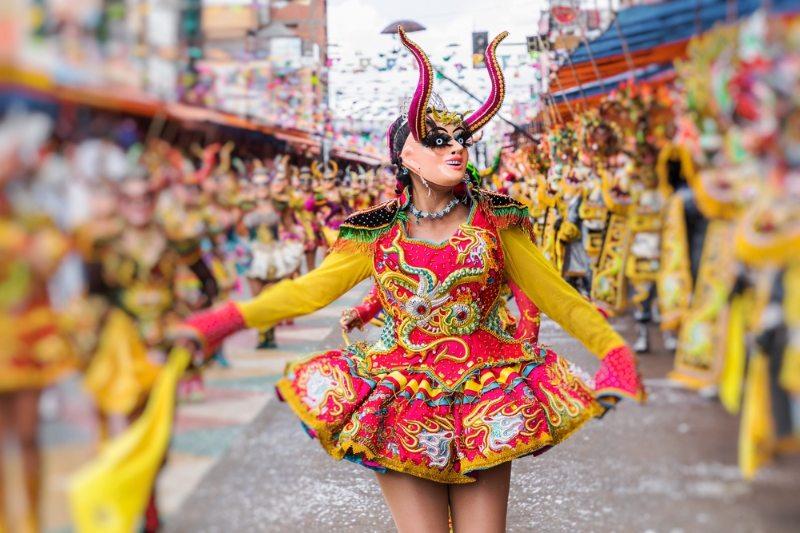 Danseurs au Carnaval d'Oruro en Bolivie, déclaré patrimoine culturel mondial de l'UNESCO