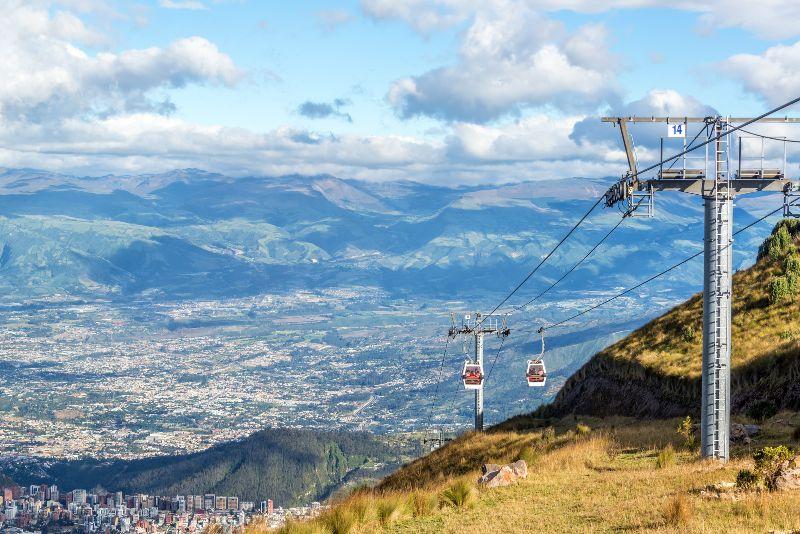 Vue depuis le TeleferiQo sur la ville de Quito