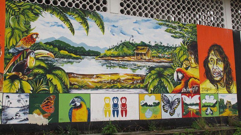 Fresque sur les murs de la ville de Tena en Amazonie
