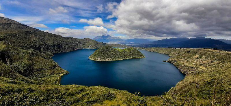 Vue sur la lagune de Cuicocha en Équateur