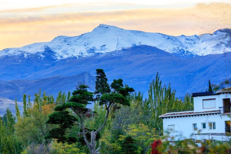 Visiter l'Andalousie : Domaine de ski des montagnes de la Sierra Nevada Granada Andalusia Espagne