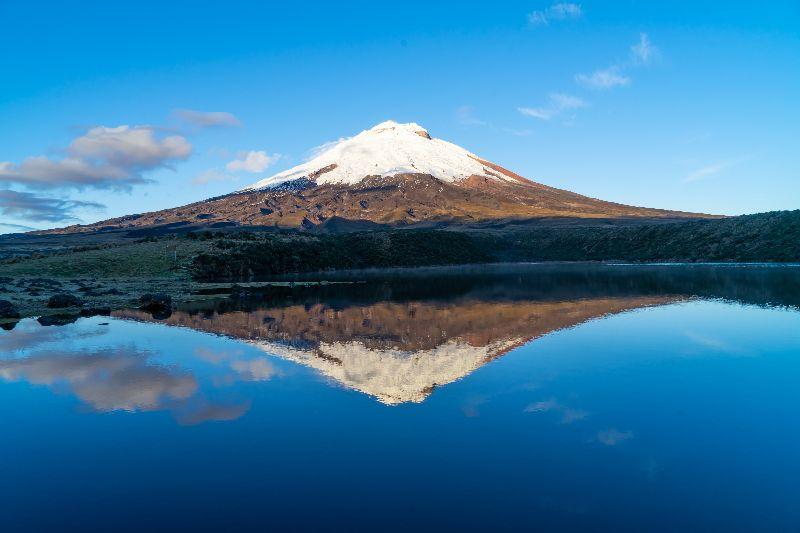 Reflet du volcan Cotopaxi en Équateur