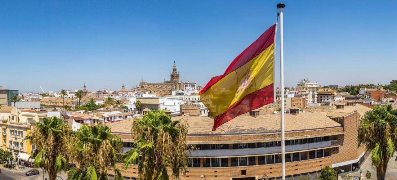 Visiter l'andalousie : Séville et le drapeau espagnol