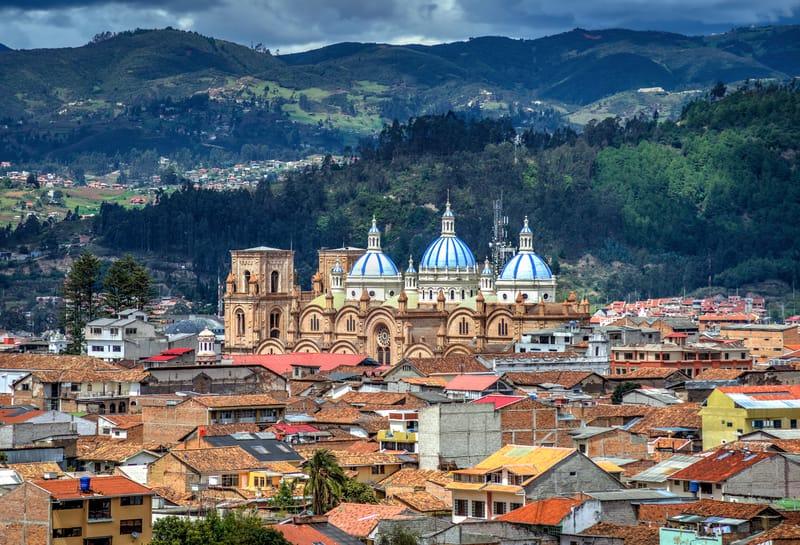 Vue aérienne sur les toits de la cathédrale Inmaculada Conception de Cuenca