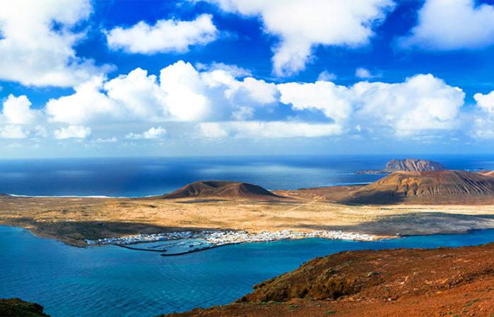 Magnifique vue du ciel du paysage volcanique de Lanzarote