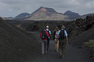 Randonnée dans le parc naturel des volcans de Lanzarote en direction du volcan El Cuervo