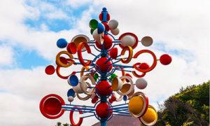 Sculpture aux milles couleurs de César Manrique, grand artiste de Lanzarote