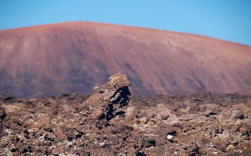 Volcan Caldera Colorada ou Montaña Colorada avec cette superbe couleur rouge de l'île de Lanzarote